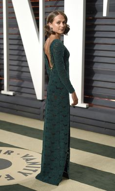 Alicia Vikander es noticia por sustituir a Angelina Jolie en el papel de Lara Croft. Por fin podemos ver las primeras imágenes oficial del film y desde luego...