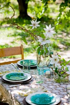 White clematis centerpiece, lace tablecloth and turquoise plates-perfect summer setting!