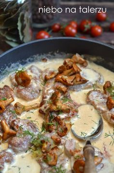 Najlepsze polędwiczki w sosie z kurek - niebo na talerzu Pork Recipes, Cooking Recipes, Polish Recipes, Mushroom Recipes, Food To Make, Main Dishes, Good Food, Curry, Dinner Recipes