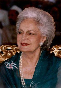 Aga Khan Iii, Diahann Carroll, The Past, Royalty, Middle East, Celebrities, Fashion Ideas, Barcelona, Pearl