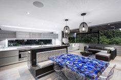 Open plan living area with backlit geode (quartz) dining table - Interior Design Mag Interior Design Inspiration, Decor Interior Design, Interior Decorating, Design Ideas, Kitchen Design Gallery, Kitchen Designs, Kitchen Ideas, Contemporary Kitchen Design, Modern Contemporary