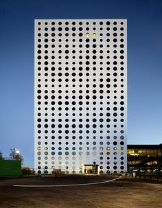 Image 1 of 11 from gallery of Quality Hotel Friends / Karolina Keyzer + Wingårdhs. Photograph by Tord-Rickard Söderström Archi Design, Facade Design, Exterior Design, Facade Architecture, Residential Architecture, Amazing Architecture, Quality Hotel, Building Facade, Modern Buildings