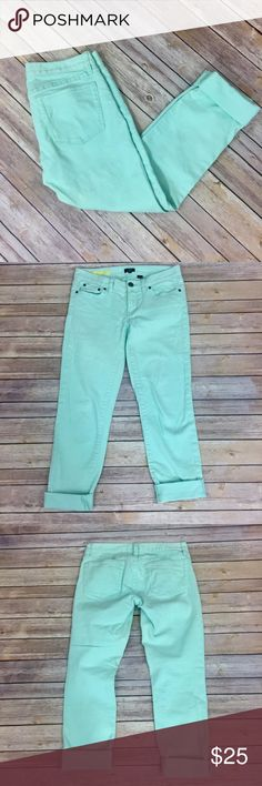 """✨J. Crew Toothpick Ankle✨ Size 26. 99% cotton 1% spandex. 14.5 waist laying flat 27"""" inseam when unrolled.   💕Need any other information? Measurements? Materials? Feel free to ask! 💕Unfortunately, I am unable to model items!  💕Don't be shy, I always welcome reasonable offers! 💕Fast shipping! Same or next day! 💕Sorry, no trades!  Happy Poshing!☺️ J. Crew Pants"""