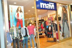 Yurtiçi ve Yurtdışı bayilik-franchising alanı gelişmiş bir giyim sektörü firması arıyorsanızMavi Jeans Bayilik-Franchising aradığınız fırsat olabilir.Mavi Bayilik-Franchising veriyor.  Mavi'nin yurtiçindeki mağaza sayı