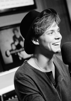his smile is breathtaking and i just feel like dying right now because i want to him and the rest of the guys so bad