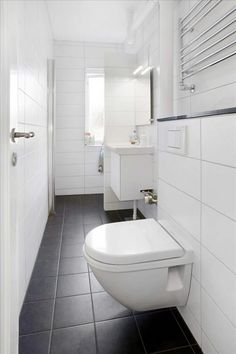 Badeværelse Bathroom Renos, Bathrooms, Reno Ideas, Toilet, New Homes, Interior, Black, Design, Spain