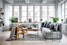 Home staging London.The only estate agent in London offering free home staging and styling to clients selling their home. Home Staging, Living Room Scandinavian, Scandinavian Apartment, Stil Inspiration, Living Room Inspiration, Living Room Designs, Living Room Decor, Bedroom Decor, Interior Design Examples