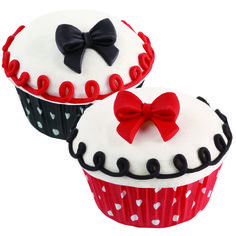 These mini sized bows are perfect for decorating your cupcakes with. Use these to make great Minnie Mouse cupcakes. You will get 4 red bows, 4 black bows and 4 white bows with black dots. Each edible bow measures x Minnie Mouse Cookies, Mickey Minnie Mouse, Mini Cakes, Cupcake Cakes, Cupcake Ideas, Cup Cakes, Cupcake Toppers, Mini Y Mickey, Baking Supply Store