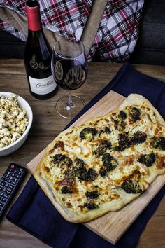Movie Night with Cambria Wines: Chicken-Broccoli Alfredo Pizza and Maple-Chili Popcorn - Katie at the Kitchen Door Vegetarian Recipes, Cooking Recipes, Healthy Recipes, Healthy Pizza, Chicken Broccoli Alfredo, Broccoli Pizza, Pasta, Bruchetta, Italian Recipes