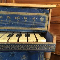 Petit piano bois XIXe papier décor doré Napoléon III Jouet ? Miniature magasin? in Art, antiquités, Objets du XIXème, et avant | eBay