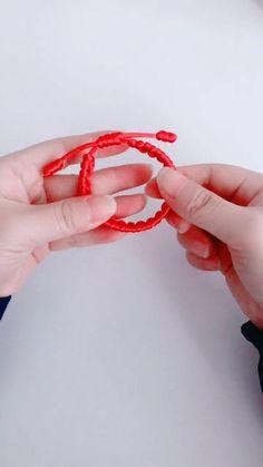 Diy Jewelry Rings, Jewelry Knots, Diy Crafts Jewelry, Bracelet Crafts, Fabric Jewelry, Diy Bracelets With String, Diy Bracelets Easy, Handmade Bracelets, Diy Bracelets Patterns