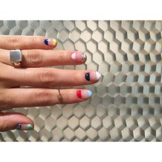 """Instagram의 mojo nail님: """"my nail カラフル×いろんなアート やっぱりカラフルはあがるーーー!! ALANDALAのリングともバッチリ #mojonail #nail #ALANDALD"""""""