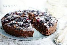 een smeuïge chocolade havermouttaart met blauwe bessen. Suiker- en ook nog eens glutenvrij. Perfect ontbijt of tussendoortje