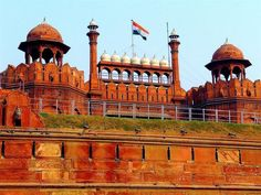 Red fort in Delhi was built by Mughal emperor Shahjahan.It showcases one of the finest Mughal architecture.Red Fort was built when Shahjahan moved his capital from Agra to Delhi History Of Delhi, Delhi Red Fort, Monument In India, Delhi Tourism, Best Tourist Destinations, Mughal Architecture, India Culture, Local Tour, Travel Tours