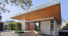 La casa es una exploración en el sentido de una variedad de linaje arquitectónico y formal en la transformación de la vivienda moderna que...