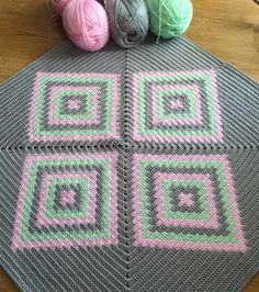 Miniğim müsade ettikçe yaptım ve sonunda önünü bitirebilirim. Herkese Mutlu hafta sonları olsun Mutlu ve güzel haberlerin geleceği bol güneşli bir nisan diliyorum.  #crochet#handmade#craftastherapy#bihobi#hanimelinden#hanimelindenorgu#crocheting#crochetlove#crochetlover#crochetproject#crochetpillow#crochetblanket#pillow#tuğişi#tığişiyastık#kırlent#motif#alize#alizediva# by sinembuyukdag