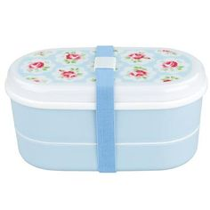 A compartment for everything. Try something different for lunch.br /br / contains fork, spoon and chopsticksbr / 2 sections, one with removable dividerbr / elasticated strap to hold the box together