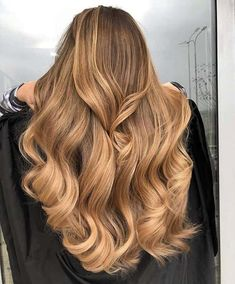 See our favourite examples of caramel highlights on light and dark brown hair. There's bound to be a look here you'll want to try in Brown Hair With Blonde Highlights, Balayage Hair Blonde, Caramel Brown Hair, Honey Balayage, Blonde Hair Caramel Highlights, Honey Caramel Hair Color, Caramel Colored Hair, Shades Of Blonde Hair, Hair Colors