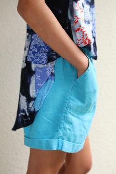 Here is a wonderful free sewing pattern for casual relaxed fit, walking shorts. This is a perfect pair of casual shorts for the summer. Run errands; go