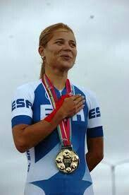 Evelyn Garcia, Atleta Olimpica de El Salvador en ciclismo , ganadora de tres medallas de oro en los juegos centroamericanos 2001.