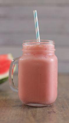 Tem receita mais fresh do que uma Raspadinha de Melancia? Delícia geladinha pra refrescar esses dias quentes de verão!