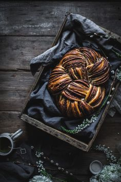 Woven Chocolate Cinnamon Bread by Eva Kosmas Flores A delicious recipe for a beautiful braided chocolate cinnamon bread, with a how-to video and step by step images guiding you through weaving the dough! Breakfast Recipes, Dessert Recipes, Brunch, Cinnamon Bread, Bread And Pastries, Mets, Sweet Bread, Food Inspiration, Sweet Recipes