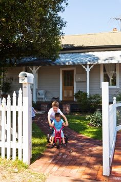 The Pretty Palmyra Weatherboard Cottage - House Nerd Exterior Color Schemes, Exterior House Colors, Recycled Brick, Brick Paving, Red Images, Palmyra, Sash Windows, Australian Homes, Cottage Homes