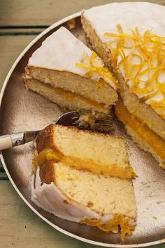 Take your lemon drizzle to the next level with homemade lemon curd. Thanks, Lee from Great British Bake Off! British Bake Off Recipes, Great British Bake Off, Baking Recipes, Cake Recipes, Lemon Recipes, Baking Ideas, Lemon Drizzle Cake, Orange Drizzle Cake, Gateaux Cake
