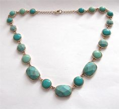 VINTAGE 80'S GOLD TONE TURQUOISE BLUE LUCITE PANEL COLLAR NECKLACE - BOXED