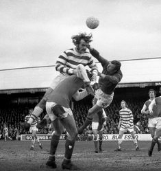 Reading 1 Arsenal 2 in Feb 1972 at Elm Park. Reading pressure the Arsenal goal again in the FA Cup 4th Round.