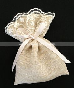 Burlap bag - photo only - Kına Kesesi Lavender Crafts, Lavender Bags, Lavender Sachets, Burlap Crafts, Diy And Crafts, Sewing Crafts, Sewing Projects, Potli Bags, Wedding Favor Bags
