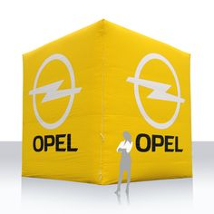 aufblasbarer riesiger Würfel Opel - Seitenfläche mit Oversheet geglättet und auswechselbar (mit Kletter), Einbaugebläse, Aufbauzeit wenige Minuten. Paper Shopping Bag, Drinks, Decor, Drinking, Beverages, Decoration, Drink, Decorating, Beverage