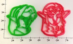 It's Link and Princess Zelda from Legend of Zelda: Ocarina of Time, in cookie cutter form! Make cookies of Link and the Princess and celebrate your love for Hyrule and all things Legend of Zelda! Zelda Gifts, Video Game Decor, Video Games, Zelda Birthday, Video Game Anime, Cookie Cutter Set, Cupcakes, Cookie Designs, How To Make Cookies