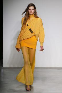 The complete Krizia Fall 2018 Ready-to-Wear fashion show now on Vogue Runway. Knitwear Fashion, Knit Fashion, Fashion Looks, Womens Fashion, High Street Fashion, Fashion 2018, Fashion Trends, Milano Fashion Week, Yellow Fashion