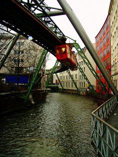 """Wuppertal, Germany «Le monorail"""" (suspension flottante ou suspendus ferroviaire et de rouler sur la rivière Wupper) ----- `The Schwebebahn´ (suspension or floating railway hanging & driving over the river Wupper) http://www.pinterest.com/search/pins/?q=wuppertal%20schwebebahn"""