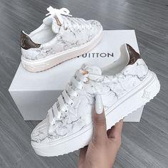 Zapatillas Louis Vuitton, Louis Vuitton Sneakers, Luis Vuitton Shoes, Louis Vuitton Nails, Girls Sneakers, Sneakers Fashion, Fashion Shoes, Fashion Fashion, Fashion Clothes