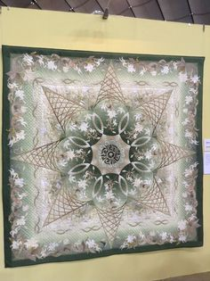 byannelize : Tokyo International Quilt Festival 2013 A beauty in soft colors! Longarm Quilting, Machine Quilting, Quilting Projects, Quilting Designs, Lone Star Quilt, Star Quilts, Quilt Blocks, Yoko Saito, Quilt Stitching