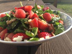 Jordbærsalat – sommerens skønneste salat