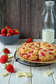 Erdbeer Scones mit weißer Schokolade