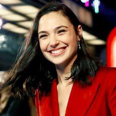 Best smile in the world! Gabriel Macht, Natalie Portman, Super Heroine, Gal Gardot, Gal Gadot Wonder Woman, Iconic Women, Celebs, Celebrities, Hollywood Actresses