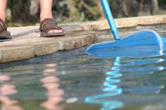 How to remove suntan lotion & dirt from your pool. Squirt Dawn down the middle of the pool and all of the dirt, suntan lotion, etc. will move to the edges of the pool for easy clean up AND it makes the pools sparkle. Above Ground Pool, In Ground Pools, Pool Cleaning Tips, Trampoline, Pool Care, Dawn Dish Soap, Pool Service, Pool Maintenance, My Pool