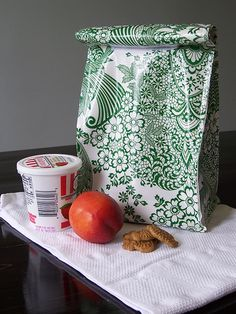 Laminated cotton lunch bag -- on the Make Soon list.
