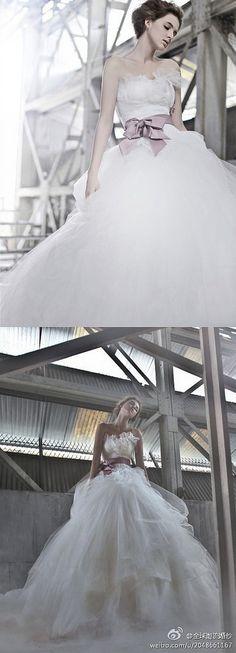 https://flic.kr/p/BfVSXR | Trouwjurken | Wedding Dress, Wedding Dress Lace, Wedding Dress Strapless | www.popo-shoes.nl