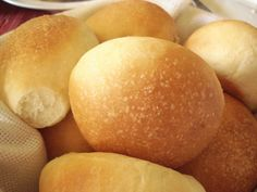 This recipe makes light, fluffy dinner rolls. I use melted butter instead of vegetable oil. Mennonite Girls Can Cook: Air Buns Amish Recipes, Dutch Recipes, Bread Recipes, Cooking Recipes, Casseroles, Fluffy Dinner Rolls, Baking Buns, Baking Breads, Homemade Buns