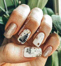 What Christmas manicure to choose for a festive mood - My Nails Xmas Nail Art, Christmas Gel Nails, Holiday Nails, Gold Christmas, Christmas Tree, Christmas Nail Designs, Christmas Parties, Stylish Nails, Trendy Nails