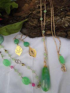 Smykkesæt - flot grøn med sart rosa og forgyldte blade. Forgyldt sølv til den lysegrønne midsundelse!