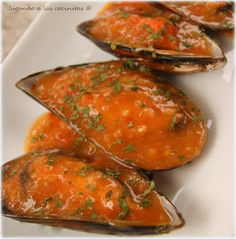 Mussels with paprika sauce Mejillones en salsa Seafood Dishes, Seafood Recipes, Mexican Food Recipes, Healthy Recipes, Ethnic Recipes, Helathy Food, Epic Meal Time, Portuguese Recipes, Creative Food