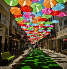 Decoração de casamento com guarda-chuvas