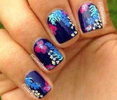 Uñas azules con flores - Nails with flowers