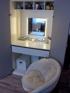 Nani Karoliina - Be yourself : Meikkipöytä kaapissa Makeup Desk, Desks, Bathtub, Vanity, Room, Mesas, Standing Bath, Dressing Tables, Bedroom